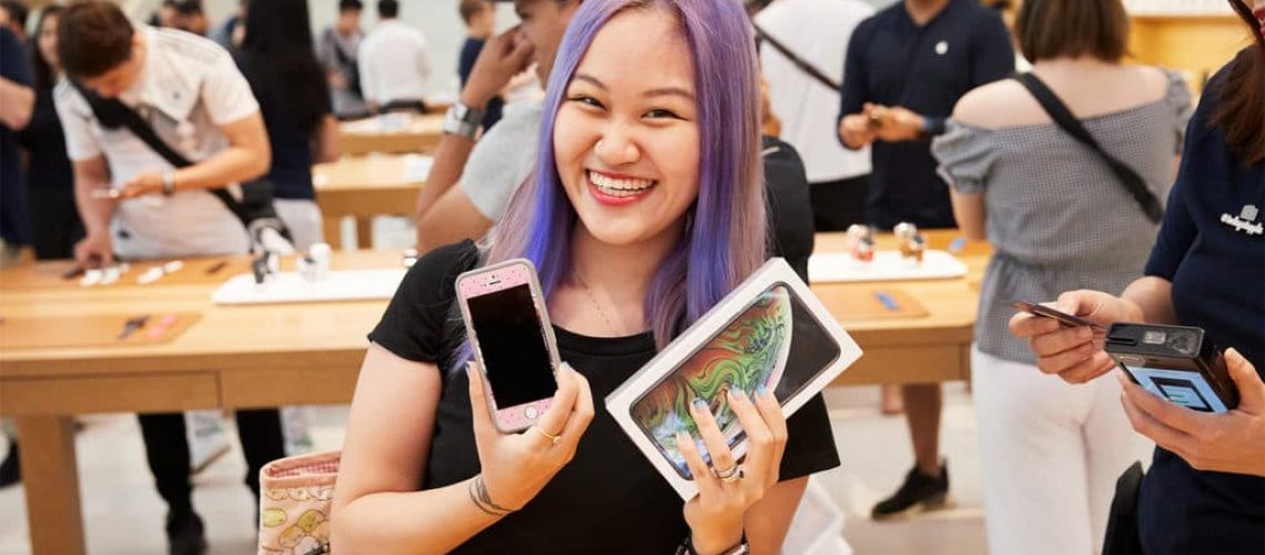 iphone-xs-apple-watch-series-4-availability_orchardrd-singapore-iphonexs-customer_09202018